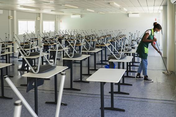 """<span class=""""entry-title-primary"""">La covid-19 llega a las escuelas</span> <span class=""""entry-subtitle"""">La ausencia de distanciamiento social provoca rebrotes en las instituciones educativas</span>"""