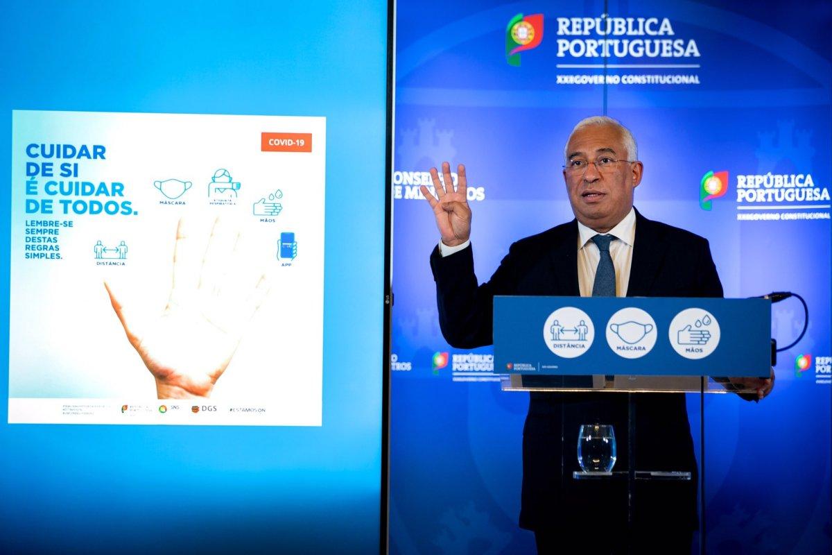 """<span class=""""entry-title-primary"""">Portugal confina (voluntariamente) 70% da população mas não fecha lojas e restaurantes</span> <span class=""""entry-subtitle"""">A medida foi adotada em Conselho de Ministros extraordinário</span>"""
