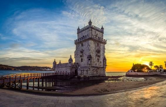 """<span class=""""entry-title-primary"""">Portugal considerado o melhor destino turístico da Europa</span> <span class=""""entry-subtitle"""">Pela quarta vez consecutiva, Portugal volta a ganhar os «Óscares» do turismo</span>"""