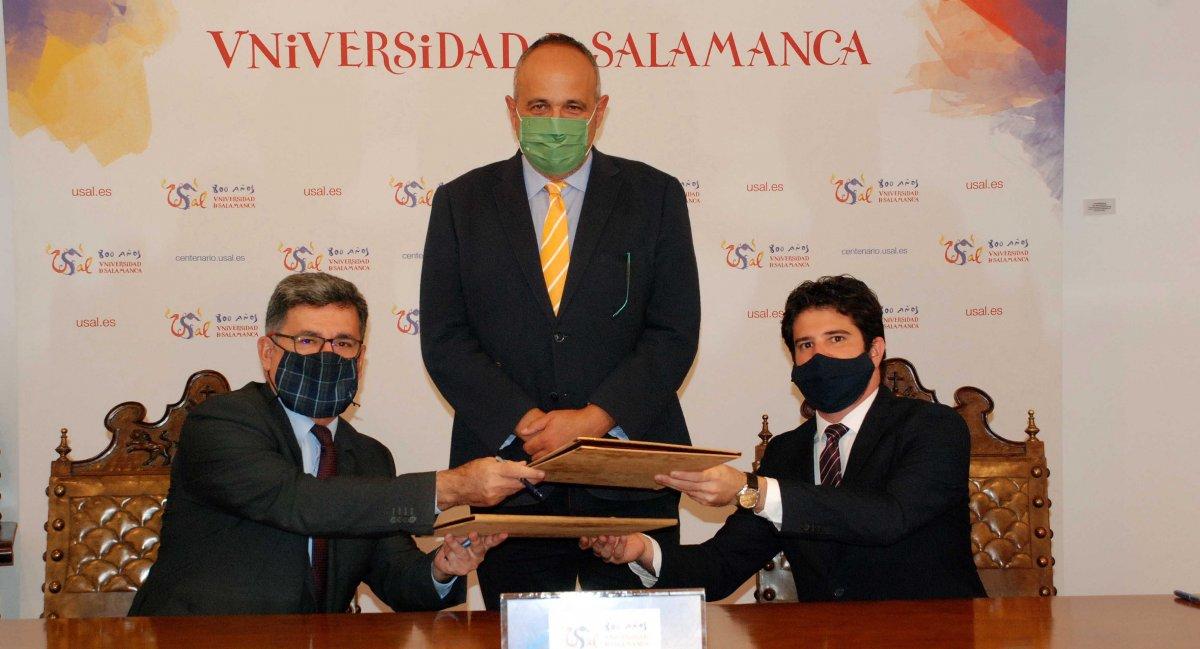 """<span class=""""entry-title-primary"""">A Universidade de Salamanca e o Governo do Brasil assinaram um acordo que servirá para formar funcionários brasileiros</span> <span class=""""entry-subtitle"""">Este acordo vai favorecer a consolidação de laços de cooperação e acções específicas</span>"""