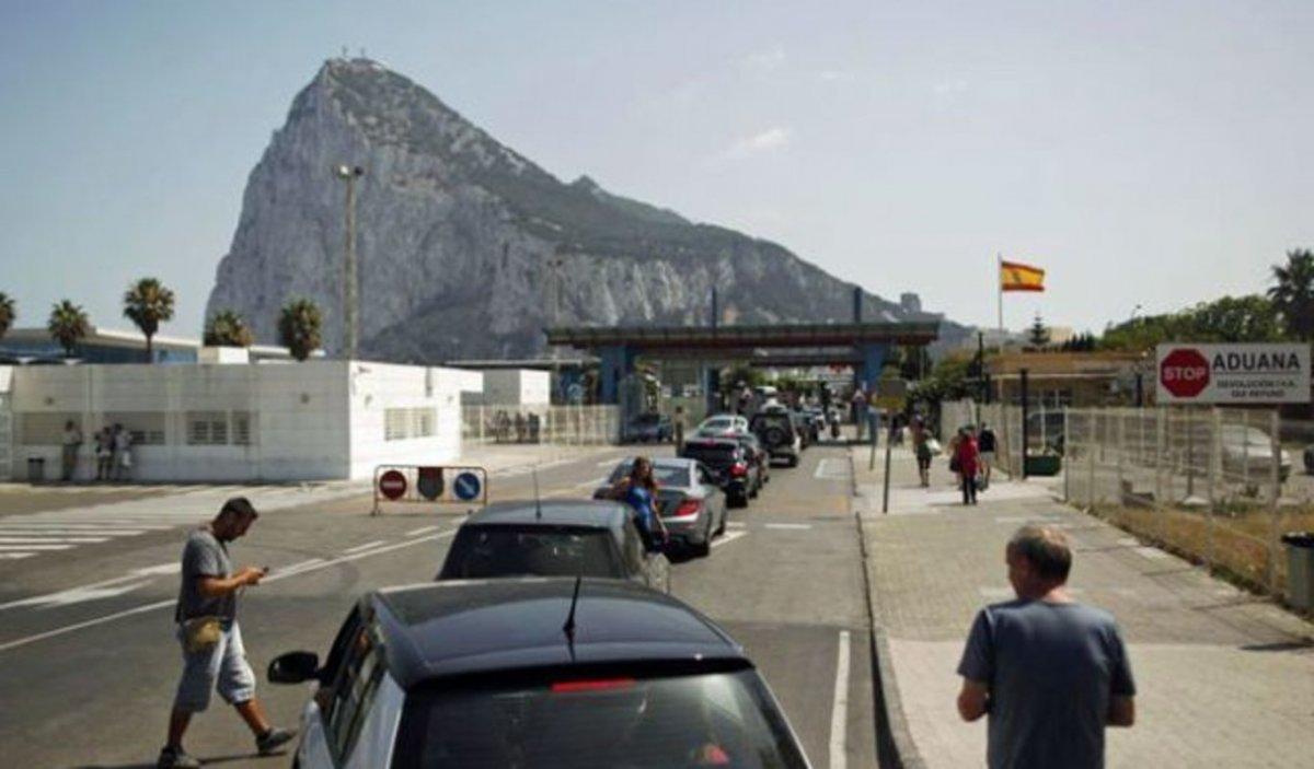 """<span class=""""entry-title-primary"""">España y Reino Unido acuerdan derribar la Verja de Gibraltar</span> <span class=""""entry-subtitle"""">El acuerdo supone un avance para la unidad peninsular y la supervisión española de la frontera externa</span>"""