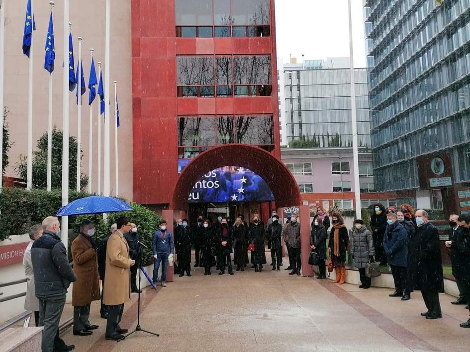"""<span class=""""entry-title-primary"""">Cerimónia de hastear da bandeira portuguesa em Madrid a marcar o início da Presidência da UE</span> <span class=""""entry-subtitle"""">A sede espanhola da Comissão Europeia protagonizou o evento enquanto estava a nevar em Madrid</span>"""