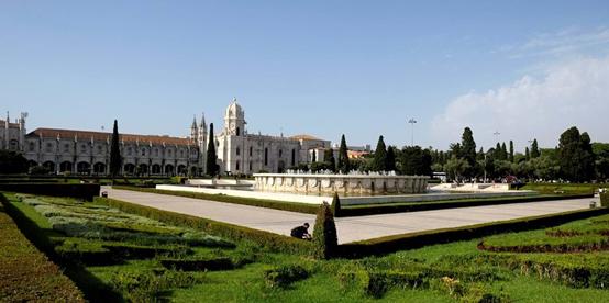 """<span class=""""entry-title-primary"""">La Plaza del Imperio: un recuerdo del pasado</span> <span class=""""entry-subtitle"""">Un jardín encantado con olor a canela en medio de Belém </span>"""