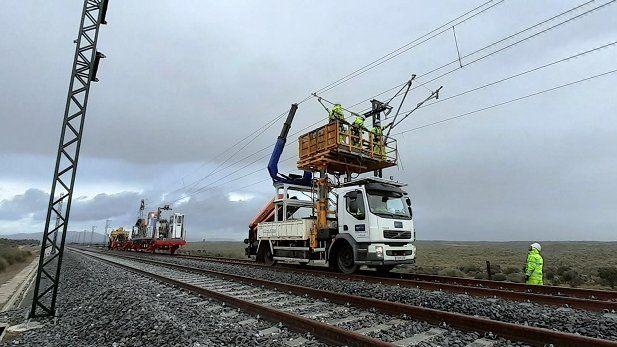 La línea de Salamanca a Portugal estrenará la catenaria por fases desde el verano