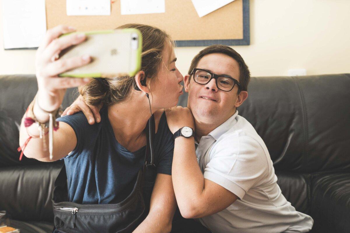 """La Fundación """"la Caixa"""" y CaixaBank destinan 500.000 euros para reforzar la atención a personas con Síndrome de Down"""