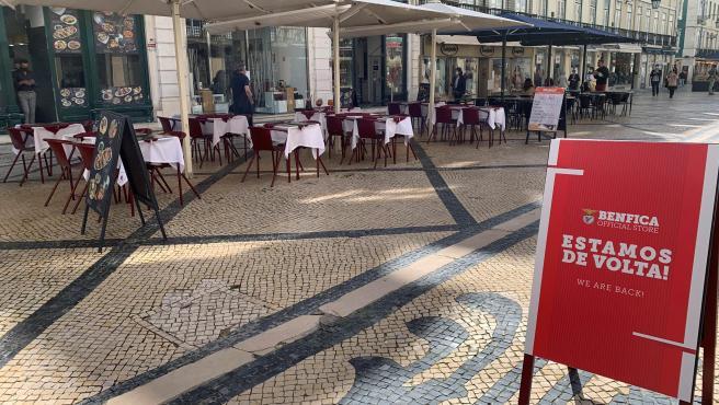 """""""Já não aguentávamos mais"""": Portugal recupera esplanadas e lojas 80 dias depois"""