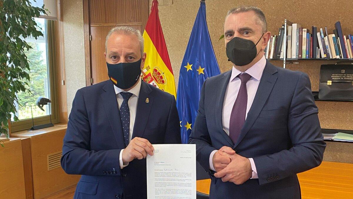 """<span class=""""entry-title-primary"""">O governo espanhol apoia a candidatura de Espanha-Portugal para albergar o EHF Euro 2028</span> <span class=""""entry-subtitle"""">Os presidentes das federações espanhola e portuguesa de andebol já assinaram um acordo de colaboração no passado mês de Outubro</span>"""