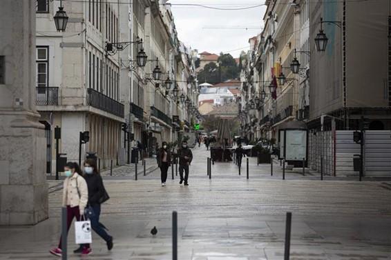 La baja cualificación, los salarios poco atractivos y la enfermedad empujan a una quinta parte de los portugueses a la pobreza