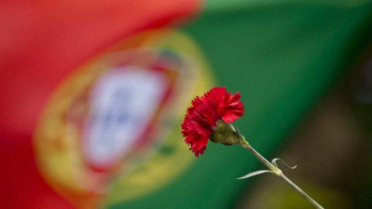 """<span class=""""entry-title-primary"""">25 de Abril, el pueblo portugués ha vuelto a salir a la calle</span> <span class=""""entry-subtitle"""">A los 47 años de democracia, los políticos lusos han recordado el pasado, mostrando los logros conseguidos y los que faltan todavía por conseguir</span>"""